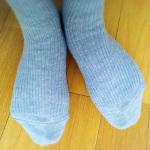 34歳女性。足の冷え対策に、寝るときに靴下を履くようになりました。