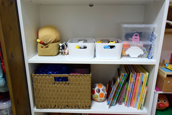 子どものおもちゃの収納棚