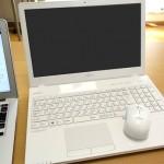 ノートパソコン最高説。場所もとらないし、電気代も抑えられるので、自宅用もノートPCにしました。
