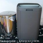 大型のタッチ式ゴミ箱を設置。見た目も男前なイケアの「GIGANTISK」はすっきり長方形で使いやすい