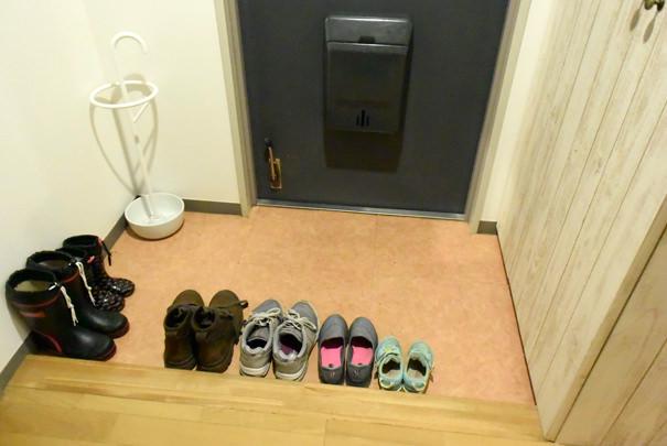 靴を並べる