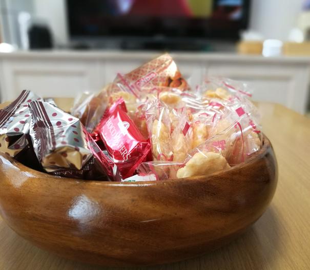 テーブルのお菓子