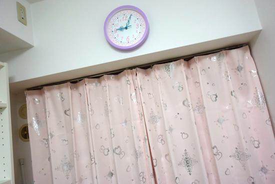 カーテンと時計