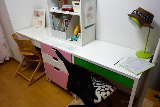 長女の机まわり