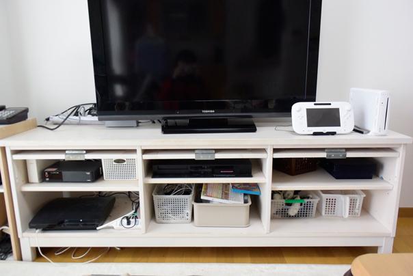 テレビボードの収納
